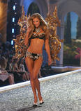 th_07340_fashiongallery_VSShow08_Show-138_122_1195lo.jpg