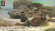 Sónia Brazão sensual em biquini na novela Mar de Paixão