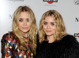 Olsen twins (Сестры Олсен: Мэри-Кейт и Эшли) - Страница 5 Th_95559_mary-kate_and_ashley_olsen_nine_premiere_tikipeter_celebritycity_027_123_497lo