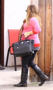http://img41.imagevenue.com/loc586/th_833972559_Hilary_Duff_leaving_the_doctors_office13_122_586lo.jpg